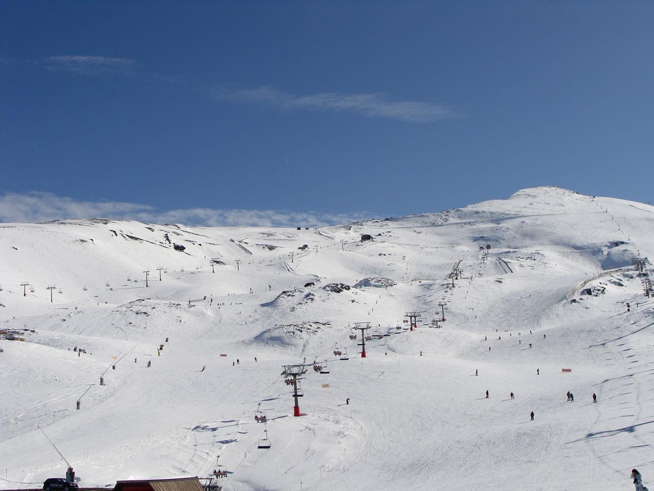 La Estación de Esquí y Montaña en el Parque Natural de Sierra Nevada