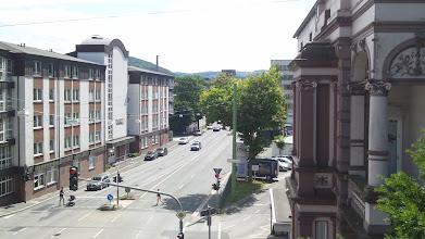 Photo: Die Einmündung der Lenzmannstraße in den Bergischen Ring - von einer Fußgängerbrücke aus gesehen.