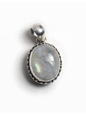 Regnbågsmånsten, ovalt hänge i silver med filigran