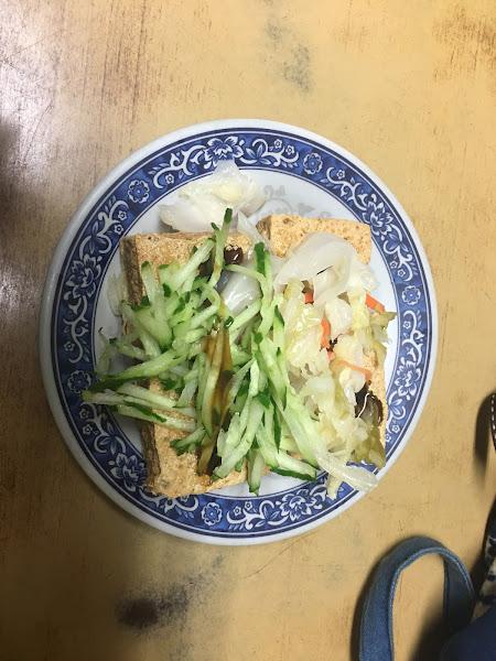 臭豆腐 (小)40  味道還不錯 外皮也很脆  價格蠻便宜的
