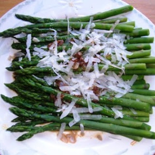 ASPARAGUS WITH SHERRY VINEGAR AND MANCHEGO CHEESE