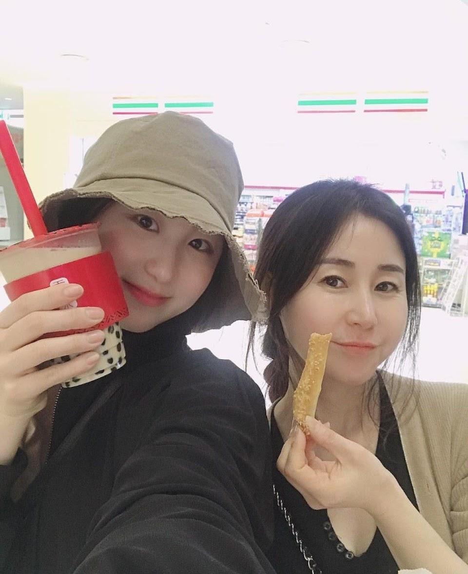 Lee-Chaeyeons-mother