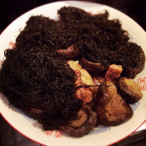 Black Sea Moss, braised, cantonese, chinese new year, dried mushroom, Dried Oysters, fat choy, feast, Roast Pork, 燒肉, 燜, 蠔豉, 髮菜, 好市發財
