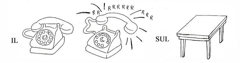 Photo: 4 IL TELEFONO SUONA SUL TAVOLO