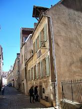 Photo: Devant la maison Pasteur