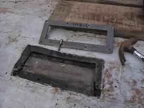 Photo: On retire aussi les éléments du ponts qui seront réutilisés. Ici un prisme en verre et en bronze qui retrouvera sa place.