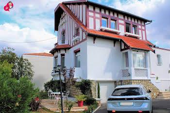 Maison 7 pièces 214 m2