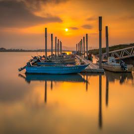 日落無聲,水光靜謐 by Gary Lu - Transportation Boats ( gary lu, sunset )