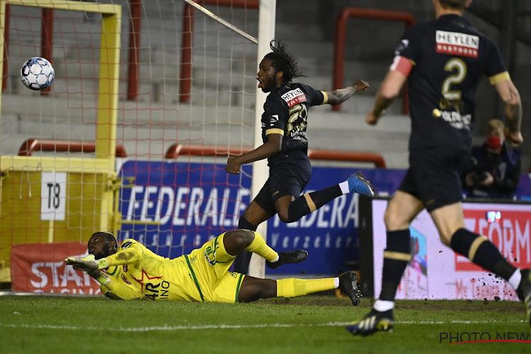 Mbokani loodst tienkoppig Antwerp naar tweede plek en play-off 1, Cercle is gered en juicht mee