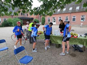 Photo: Det er nemlig rigtigt piger: Fyld lommerne!! I har betalt riiiigeligt for det. (350 kr. for at cykle 50 km Hjerterdame Tour!)