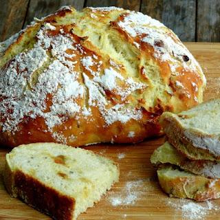 Easy-Artisan Roasted Garlic-Rosemary Bread.