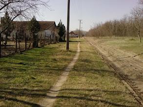 Photo: desno put za spomenik NOR-a Nemirna ravnica prva kuća na slici moja rodna kuća u Zlatnom kraju