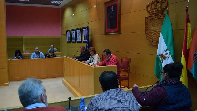 Sesión Plenaria celebrada en el Ayuntamiento de Gádor en la que se aprobó la moción de contenido sanitario.