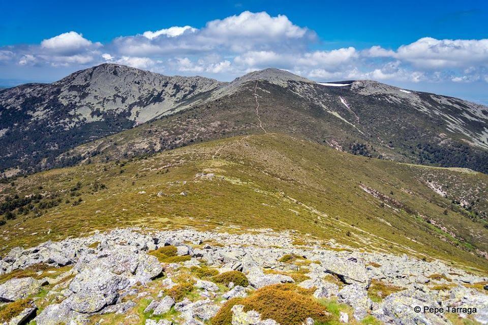 La imagen puede contener: montaña, cielo, nubes, exterior y naturaleza