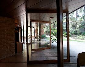 Photo: Pivoting doors. Photo: Judith Lautner