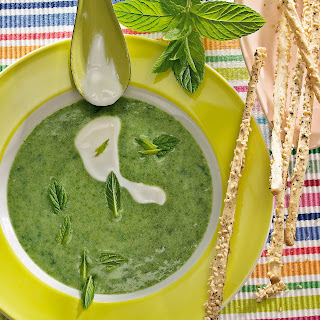 Pfefferminz-Spinat-Suppe mit Joghurt