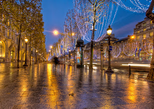 Photo: Christmas on the Champs-Élysées...  from the blog at www.stuckincustoms.com