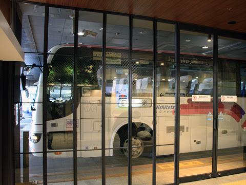 西鉄高速バス「フェニックス号」 9909 西鉄天神高速バスターミナル到着
