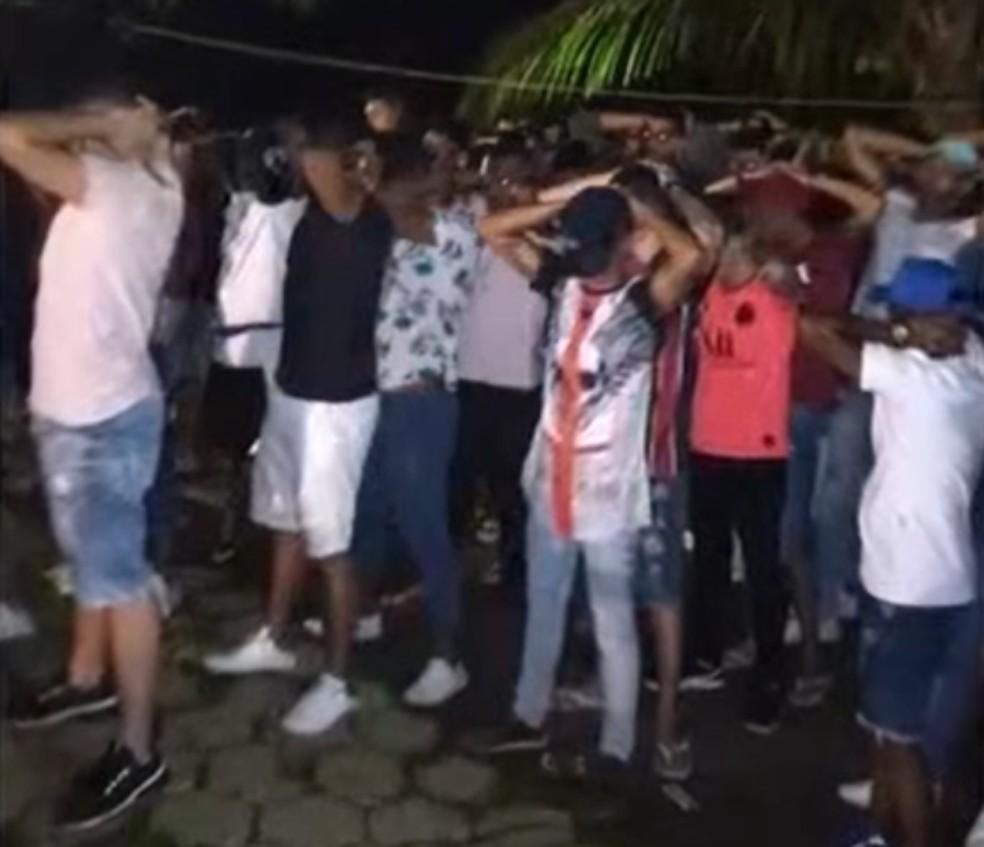 Festa com aglomeração e drogas é encerrada no sul da Bahia — Foto: Reprodução/TV Bahia