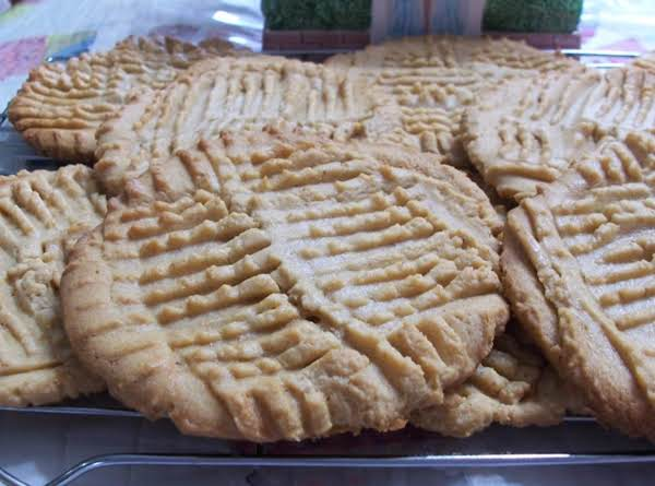 Peggi S Giagantic Melt In Your Mouth Crispy Peanut Butter Cookies