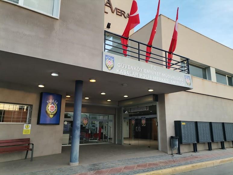 La fachada de la comisaría de la Policía Local de Vera, decorada para la serie.