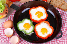 Fried Eggs with Capsicum and Onion Rings