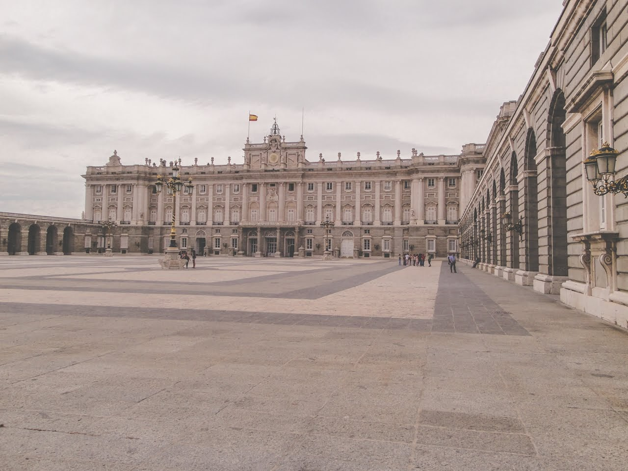 A wide angle shot of El Palacio Real de Madrid