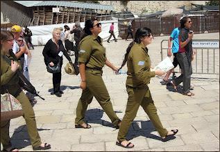 Photo: Иерусалим. Солдаты в шлепанцах...