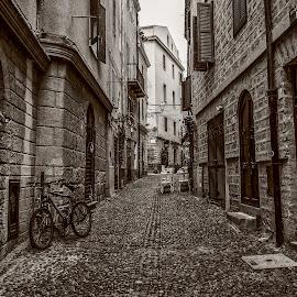 by Antonello Madau - Black & White Street & Candid