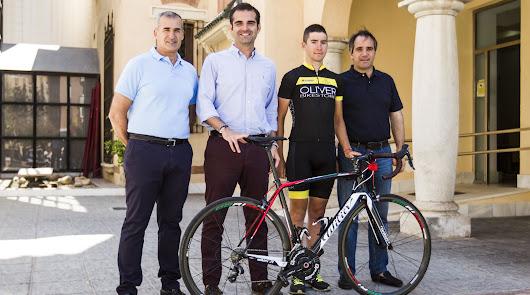 El alcalde recibe a Antonio Barbero