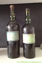 Photo: Similarités de présentation entre les chartreuses de la fin du 19ème siècle et celles des années 1940 ! Voir l'article : http://delachartreuse.blogspot.fr/2012/11/retour-etiquette-1869.html (merci à Gabriel !)