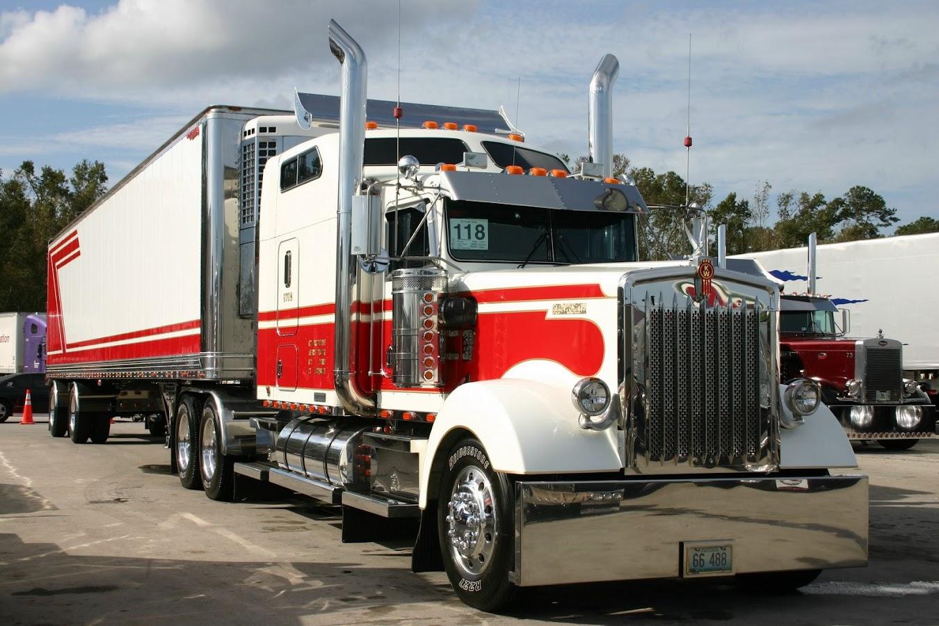 Kenworth W900L Aero truck