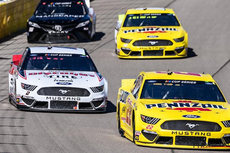 """Confederatievlag vliegt boven circuit én strop in garage van NASCAR-rijder: """"Verachtelijke daad van racisme en haat"""""""