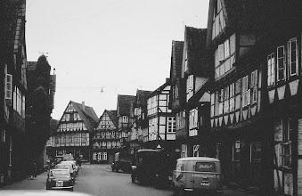 Photo: Celle. Wie sind die Autos heutzutage riesig!!