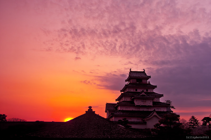 Photo: Tsuruga Castle situated in Aizuwakamatsu, Fukushima was constructed by Ashina Naomori in 1384, and was originally named Kurokawa Castle. It was the military and administrative center of the Aizu region until 1868 and an important Tokugawa stronghold in the Tōhoku Region.