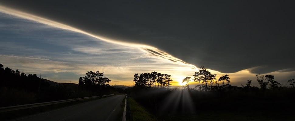 Un raggio di luce illumina il cammino. di Mony.M