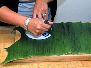 Photo: cutting a leaf circle