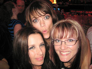 Photo: Me & very lovely ladies Shawnee Smith & Missi Pyle