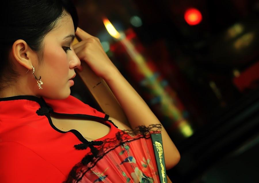 by Dee Dhonk - People Portraits of Women