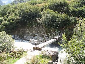 Photo: Puente para pasar al otro lado del río e ir hacia la Vallée du Chardon. Nosotros continuamos rectos por el camino que veníamos.