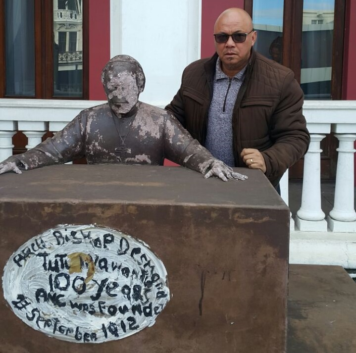 DA caucus leader Terence Fritz has called on the Buffalo City Metro to enclose and fix the Archbishop Desmond Tutu statue at the East London City Hall.
