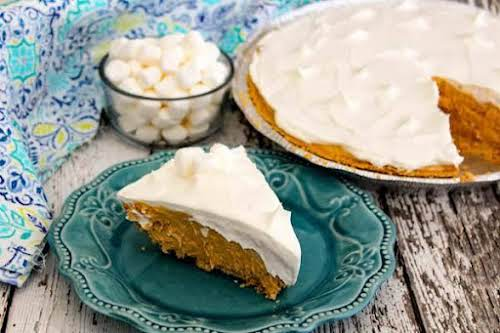 """Cookie Mallow Pie""""Attention cookie butter fans - Pinch this recipe now. After..."""