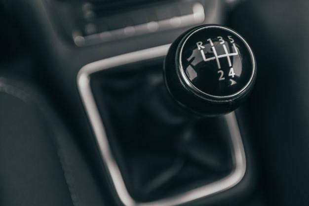 Foto de câmbio de carro automático.