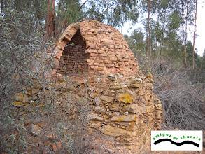 Photo: Horno. Construido con restos de ladrillos.