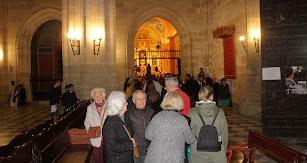 Devotos almerienses esperando su turno para pasar ante el Señor de Almería.