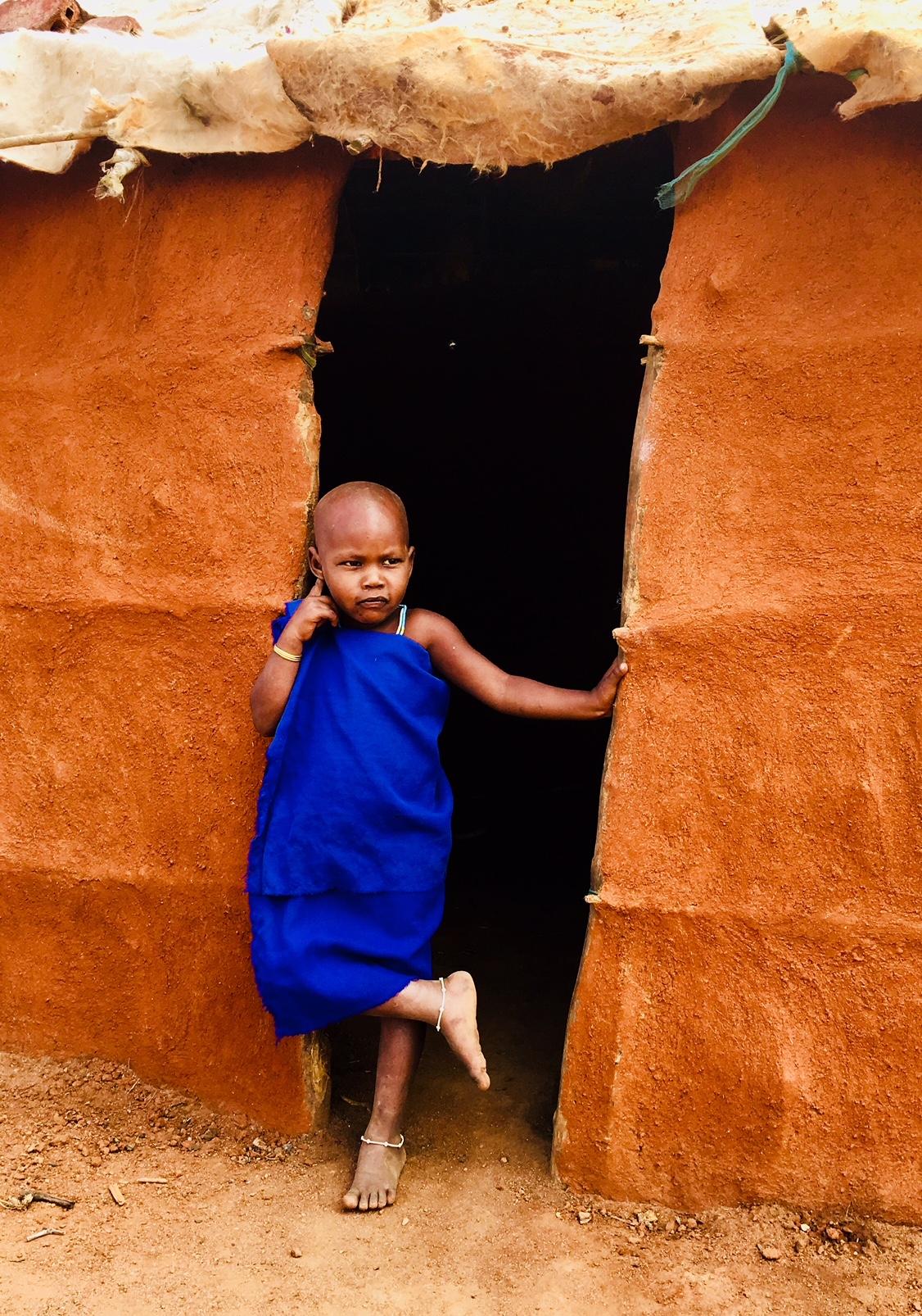Bimba Masai all'ingresso della sua abitazione-Kenya di Muffinmella