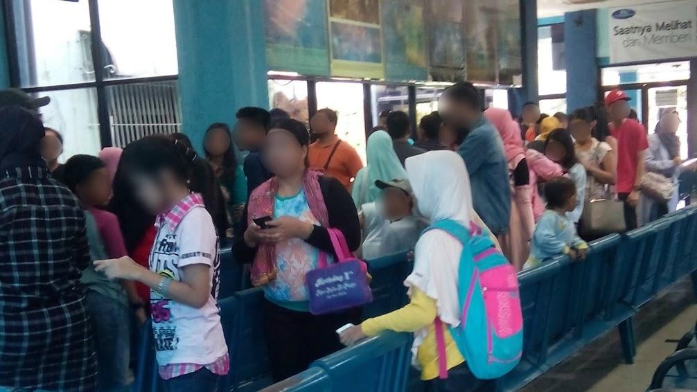 Antrian tiket di Planetarium Jakarta