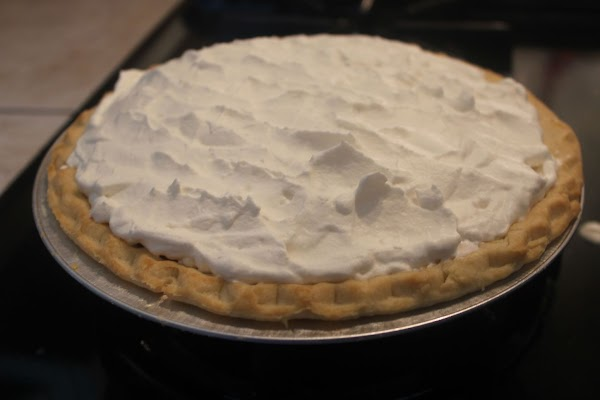 Spread evenly with whipped cream. Chill.