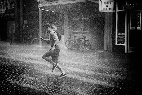 Correndo sotto la pioggia di BASTET-Clara