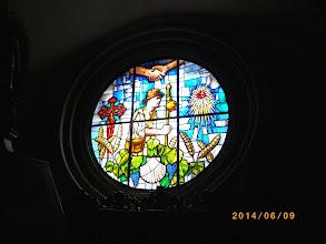 Photo: Vitrail du pèlerin